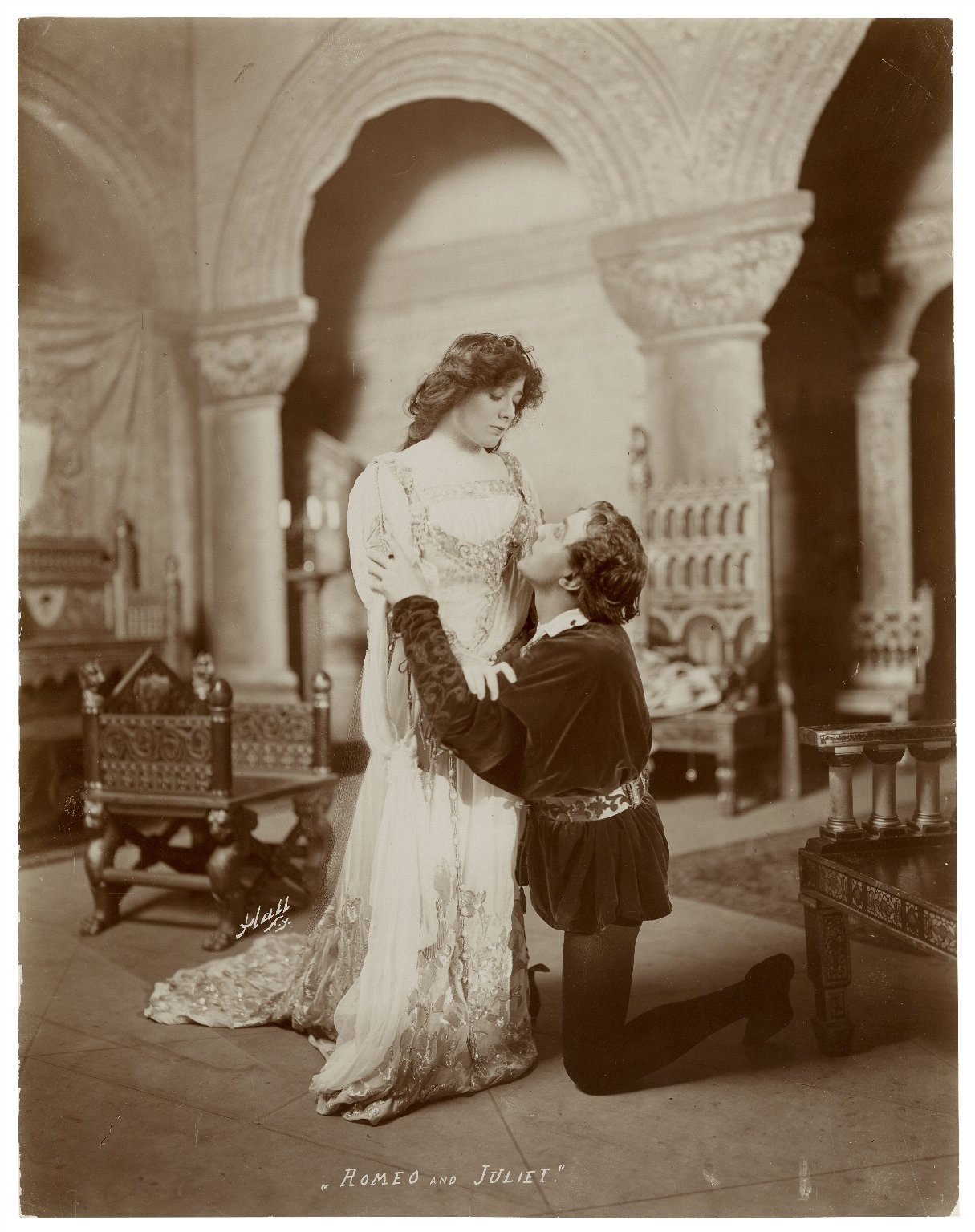 1904 promotional still of Julia Marlowe as Juliet and E.H. Sothern as Romeo